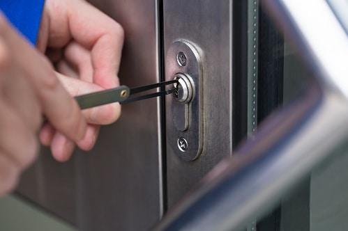 תיקון דלתות אלומיניום