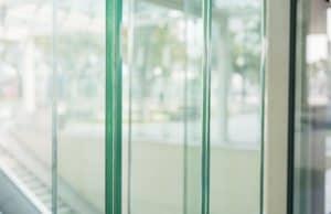 כיוון החלפת מנעול דלת זכוכית ללא נזק