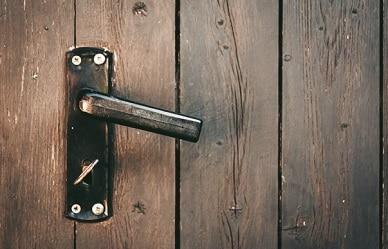 תיקון החלפת ידיות לדלת