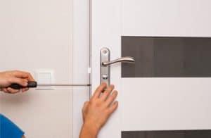 תיקון דלתות ביהוד